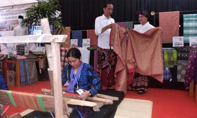Jokowi Considers Establishing Ministries for Investment, Exports