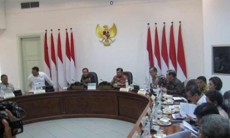 INDONESIAN PRESIDENT CHAIRS MEETING ON OIL AND GAS DRAFT LAW