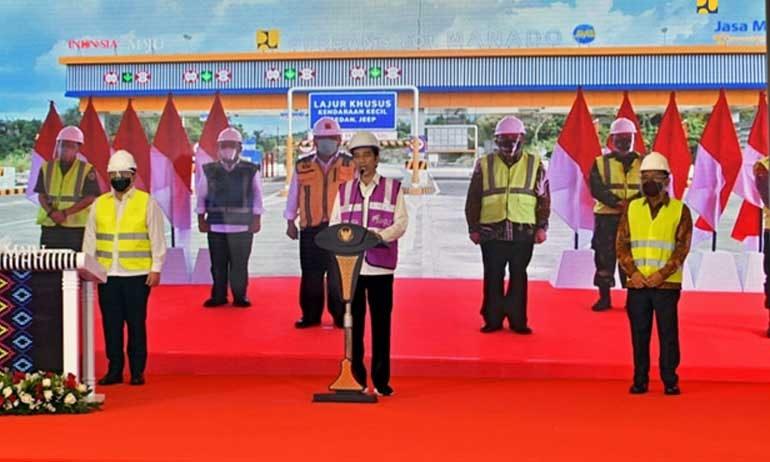 Jokowi Opens First Toll Road in North Sulawesi, Hopes for More Investment, Competitiveness